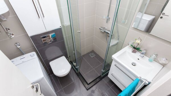 obiecte sanitare bai foarte mici